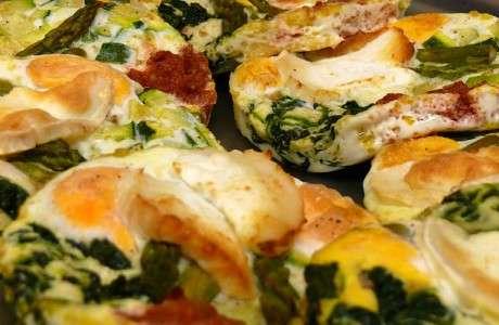 Ous al forn amb espinacs i formatge de cabra